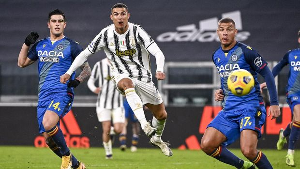 Juventus' Cristiano Ronaldo scores during the Italian Serie A soccer match between Juventus and Udinese at the Allianz Stadium in Turin, Italy, Sunday Jan. 3, 2021. (Marco Alpozzi/LaPresse via AP)