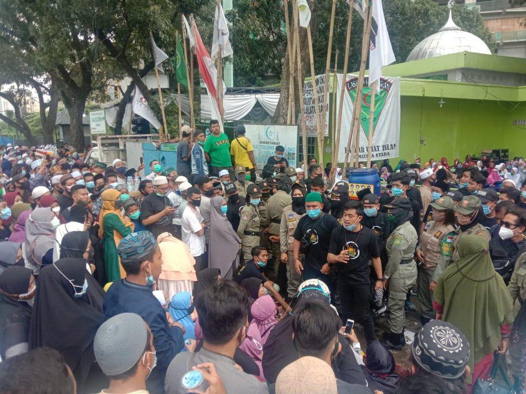 Warga di Luar Lokasi Ceramah UAS Berkerumun, Polisi: Dari Awal Diimbau Pulang