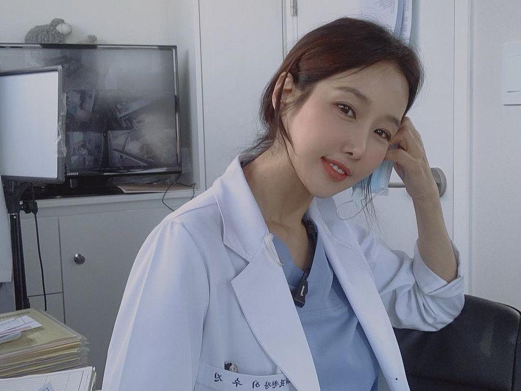 Viral Dokter Gigi Cantik Mengaku Operasi Payudara Demi Pacar Lebih Muda