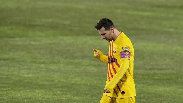 Barcelonas Lionel Messi looks down during the Spanish La Liga soccer match between Huesca and FC Barcelona at El Alcoraz stadium in Huesca, Spain, Sunday, Jan. 3, 2021. (AP Photo/Alvaro Barrientos)