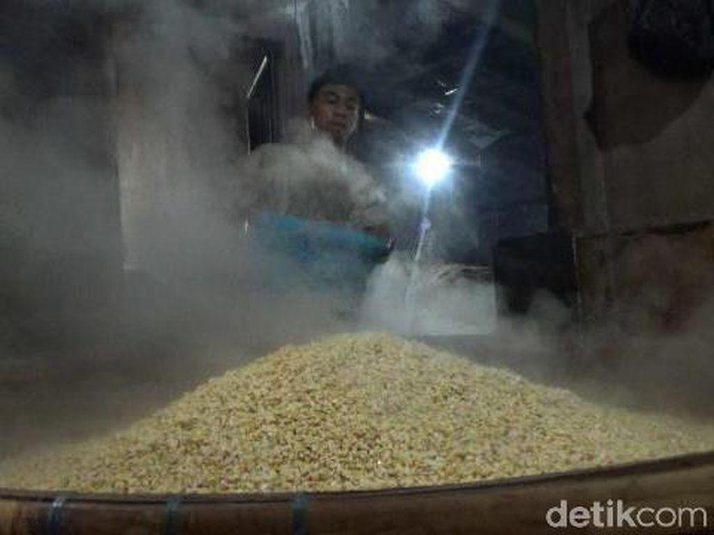 Perajin Tempe di Kota Malang Tetap Produksi Meski Harga Kedelai Naik