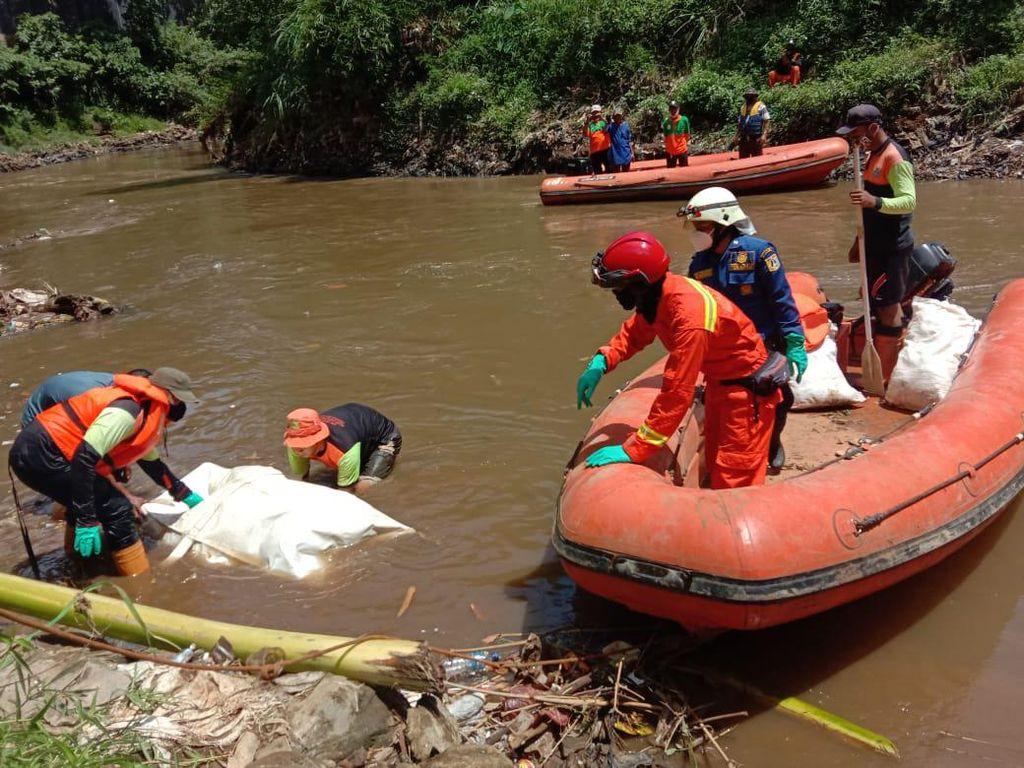 3 Hari Hilang, Wanita Lansia Ditemukan Tewas Hanyut di Kali Ciliwung
