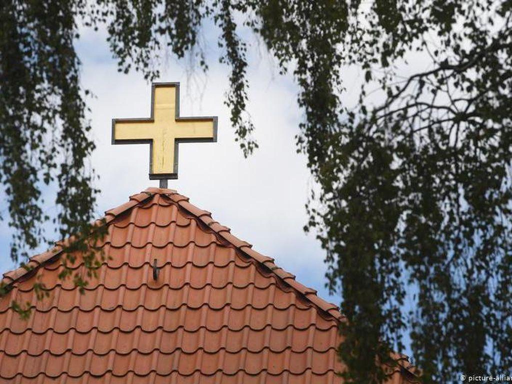 Gelar Kebaktian yang Dibanjiri Jemaat, Gereja di Paris Picu Kemarahan