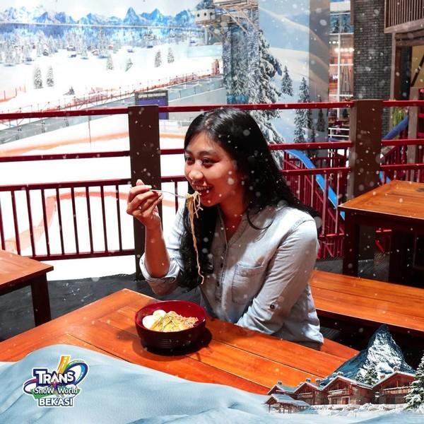 restoran enak yang ada di Transpark Juanda Snow Town