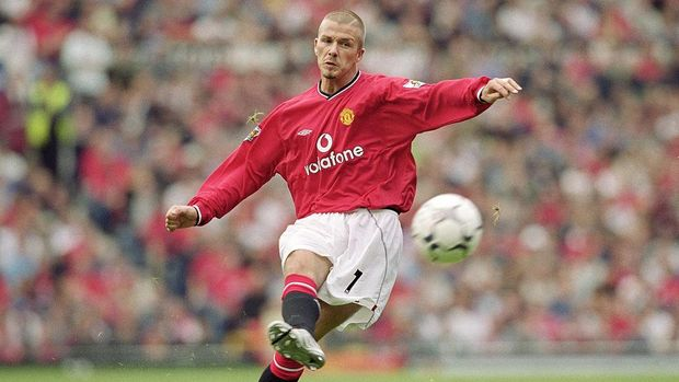 19 Aug 2001:  David Beckham of Manchester United takes a trademark free-kick during the FA Barclaycard Premiership match against Fulham played at Old Trafford, in Manchester, England. Manchester United won the match 3-2.  Mandatory Credit: Alex Livesey /Allsport