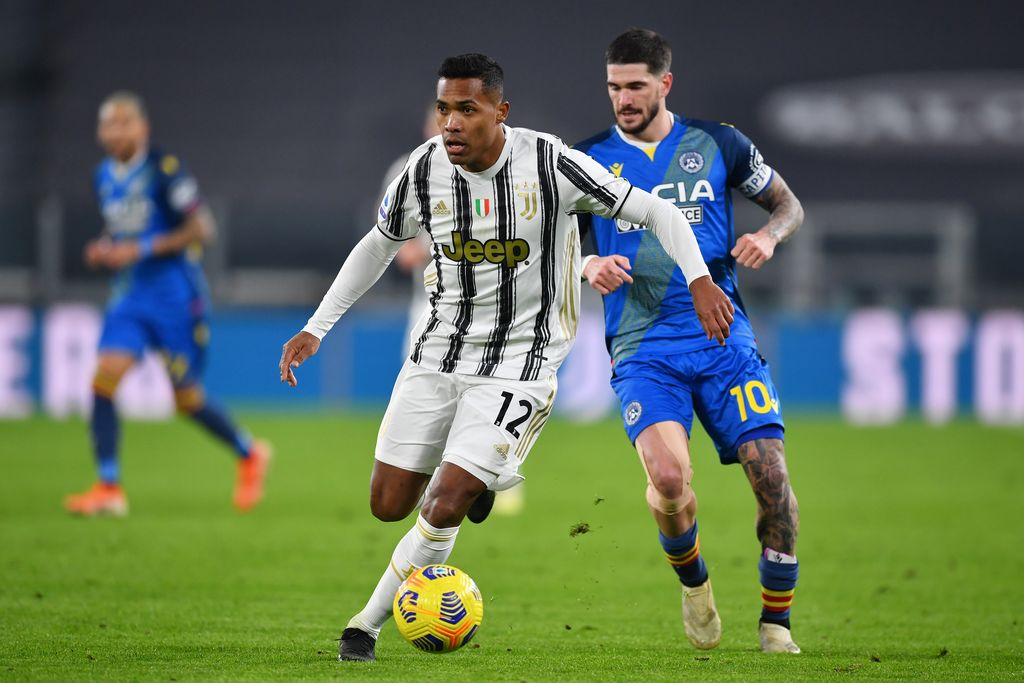 TURIN, ITALY - JANUARY 03: Alex Sandro of Juventus F.C. runs with the ball under pressure from Rodrigo De Paul of Udinese Calcio during the Serie A match between Juventus and Udinese Calcio at Allianz Stadium on January 03, 2021 in Turin, Italy. Sporting stadiums around Italy remain under strict restrictions due to the Coronavirus Pandemic as Government social distancing laws prohibit fans inside venues resulting in games being played behind closed doors. (Photo by Valerio Pennicino/Getty Images)