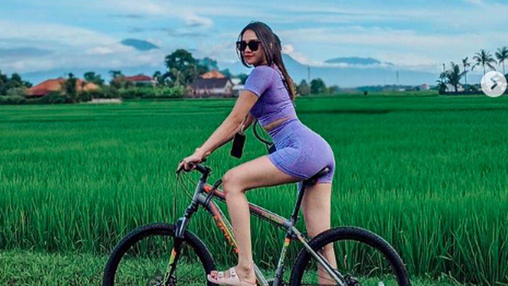 Momen Anya Geraldine Jatuh dari Sepeda saat Liburan di Bali, Lecet Nggak Ya?
