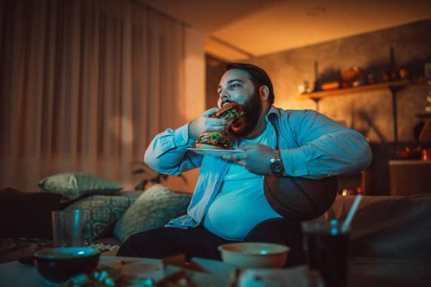 Begadang dapat meningkatkan nafsu makan seseorang / foto: istockphoto.com