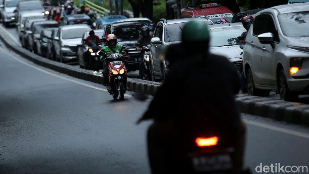 Nggak Ada Kapoknya! Pemotor di Jakarta Masih Nekat Lawan Arah