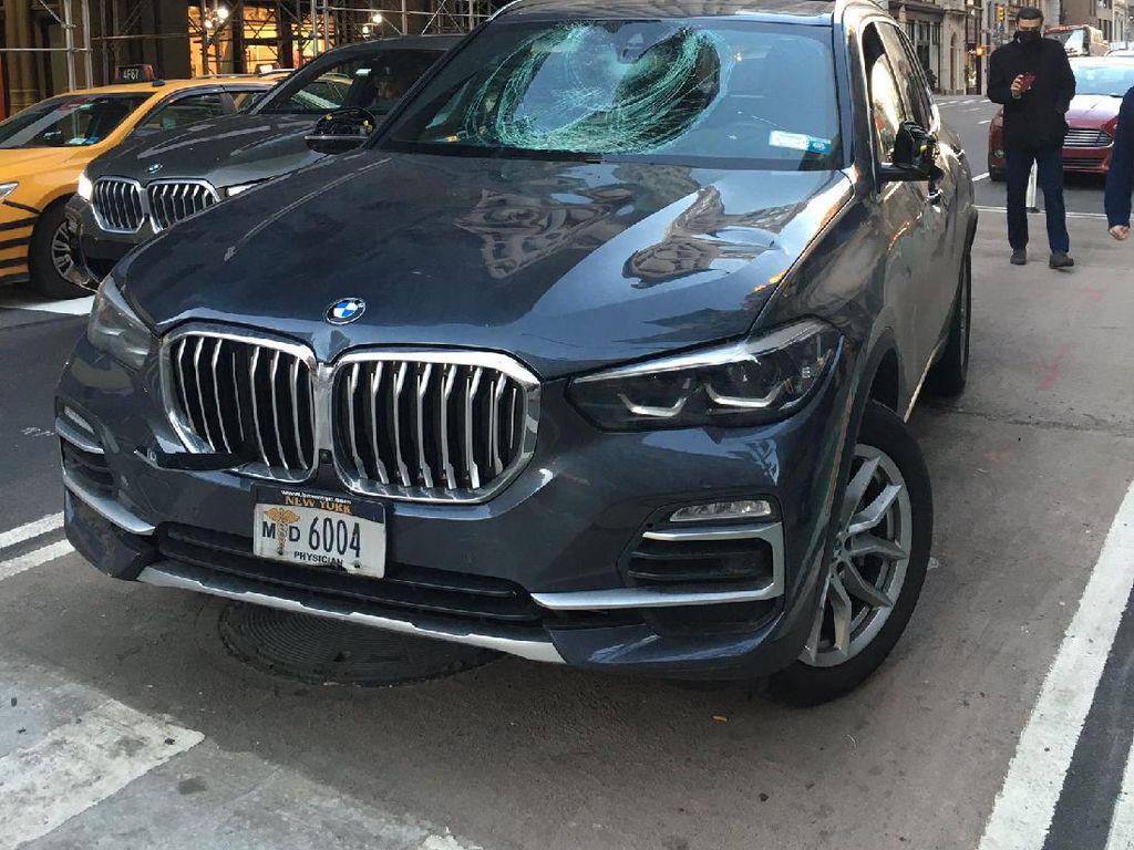 Aksi Brutal Rombongan Pesepeda: Pukul, Tendang, dan Rusak Mobil BMW X5