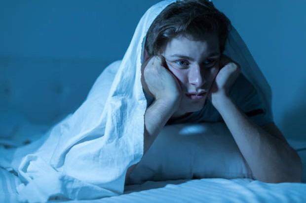Insomnia merupakan gangguan tidur yang disebabkan oleh beberapa faktor / foto: istockphoto.com