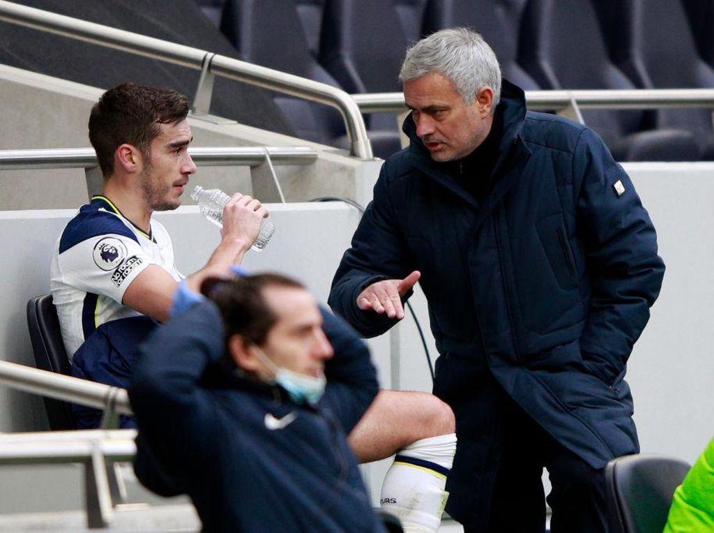 Mourinho Wanti-wanti Harry Winks dan Valencia