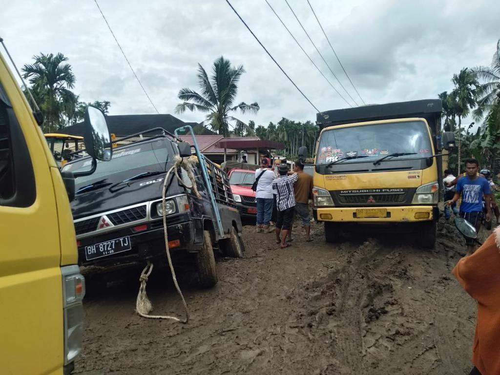 Penampakan Jalan Rusak di Jambi Lokasi Wanita Wafat Saat Terjebak Macet ke RS