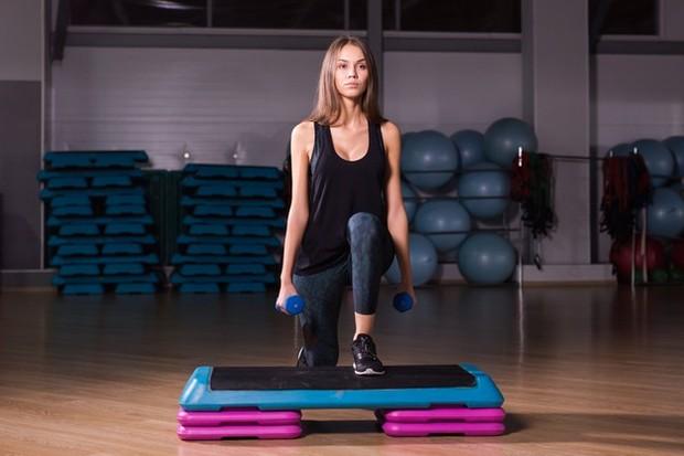 Olahraga adalah salah satu cara terbaik untuk menghilangkan perasaan lesu yang muncul setelah makan besar.