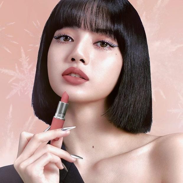 Pada Oktober 2019, Lisa BLACKPINK diumumkan sebagai global brand ambassador baru untuk MAC Cosmetics.
