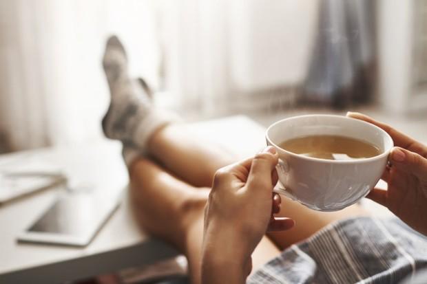 Cairan sehat adalah kunci untuk membuat kamu cepat merasa lebih baik setelah beberapa hari memanjakan diri dengan makan-makanan tidak sehat.