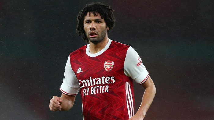 LONDON, ENGLAND - DECEMBER 13: Mohamed Elneny of Arsenal during the Premier League match between Arsenal and Burnley at Emirates Stadium on December 13, 2020 in London, England. A limited number of spectators (2000) are welcomed back to stadiums to watch elite football across England. This was following easing of restrictions on spectators in tiers one and two areas only. (Photo by Catherine Ivill/Getty Images )