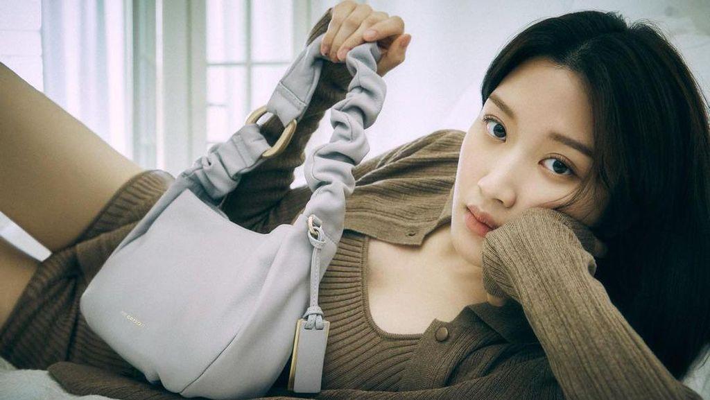 10 Potret Moon Ga Young, Si Cantik Jadi Cewek Jelek di True Beauty