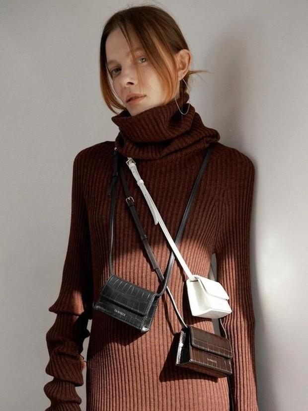 Mini bags tidak berfungsi sebagai tas pada umumnya dan hanya jadi aksesoris pelengkap.