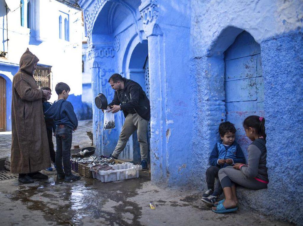 Saat Chefchaouen Kota Biru di Maroko Rileks Sejenak dari Riuhnya Turis