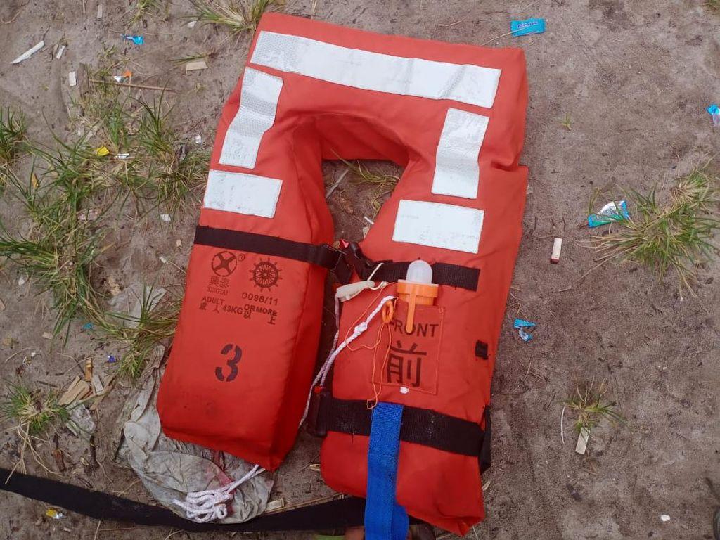 Tak Terkait Roket China, Life Jacket yang Ditemukan Berasal dari Kapal Panama