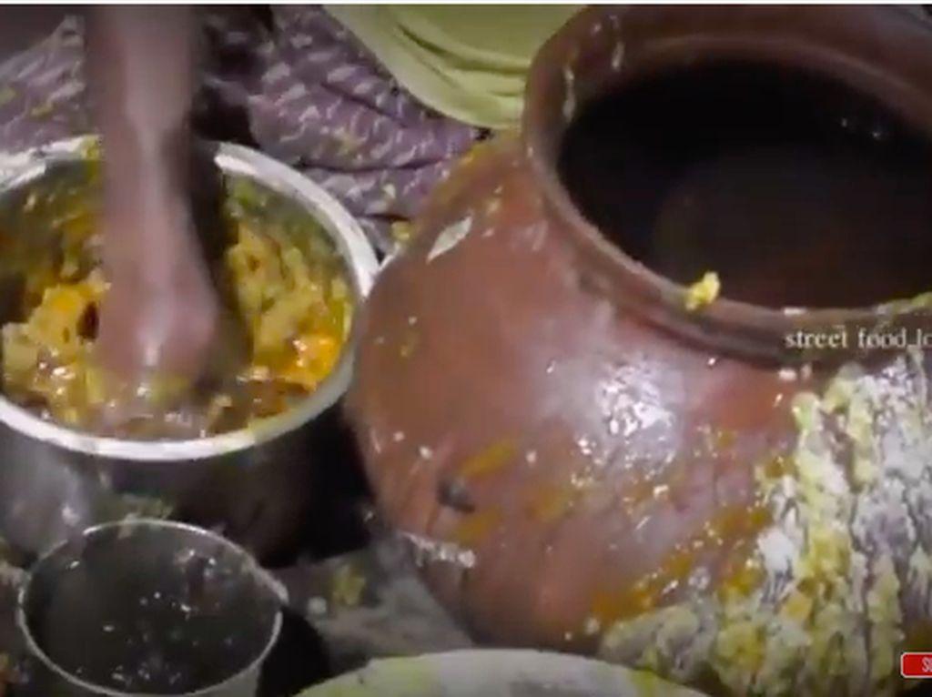 Pesanan Nasi Goreng Bikin Emosi dan Makanan India yang Jorok Tapi Laris