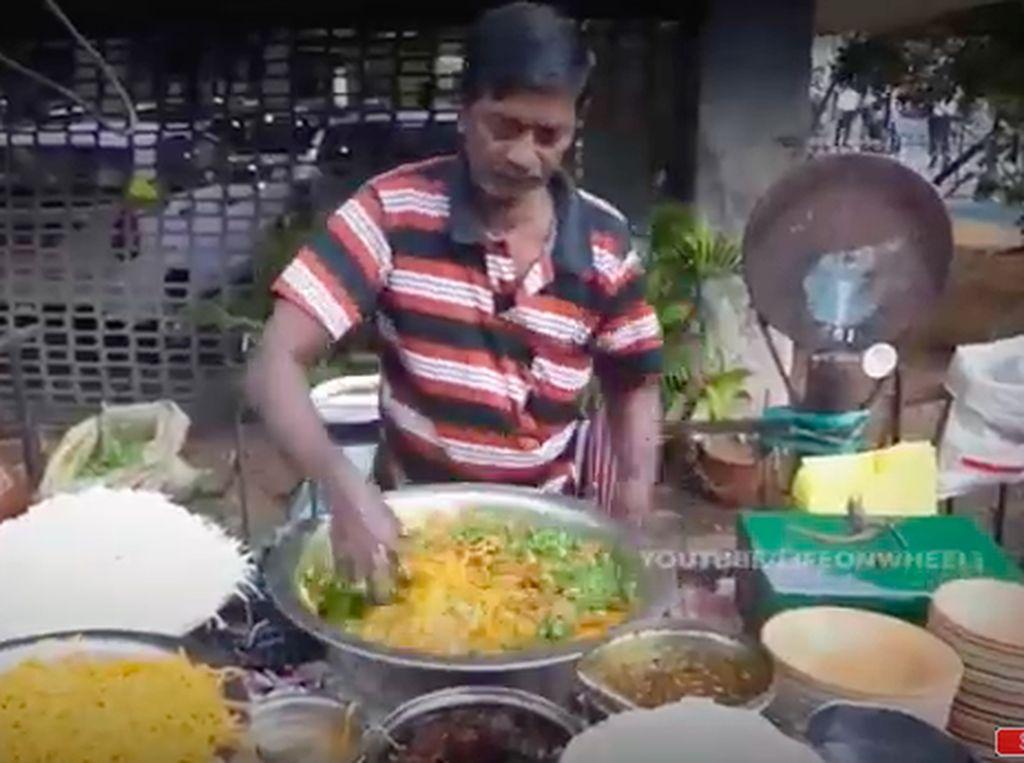 5 Makanan India Jorok Ini Laris Meski Diolah Pakai Tangan Telanjang!
