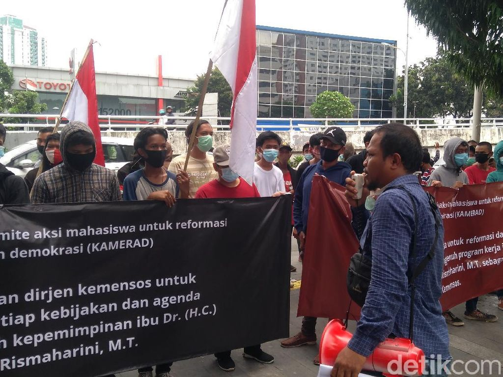 Demo Minta Dirjen Kemensos Ikuti Instruksi Risma, PKS Curiga Massa Suruhan