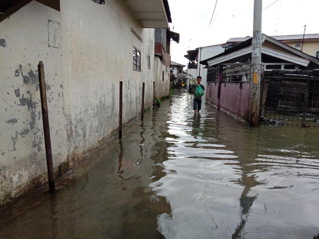 Diguyur Hujan Sejak Kemarin Malam, Permukiman di Medan Terendam Banjir