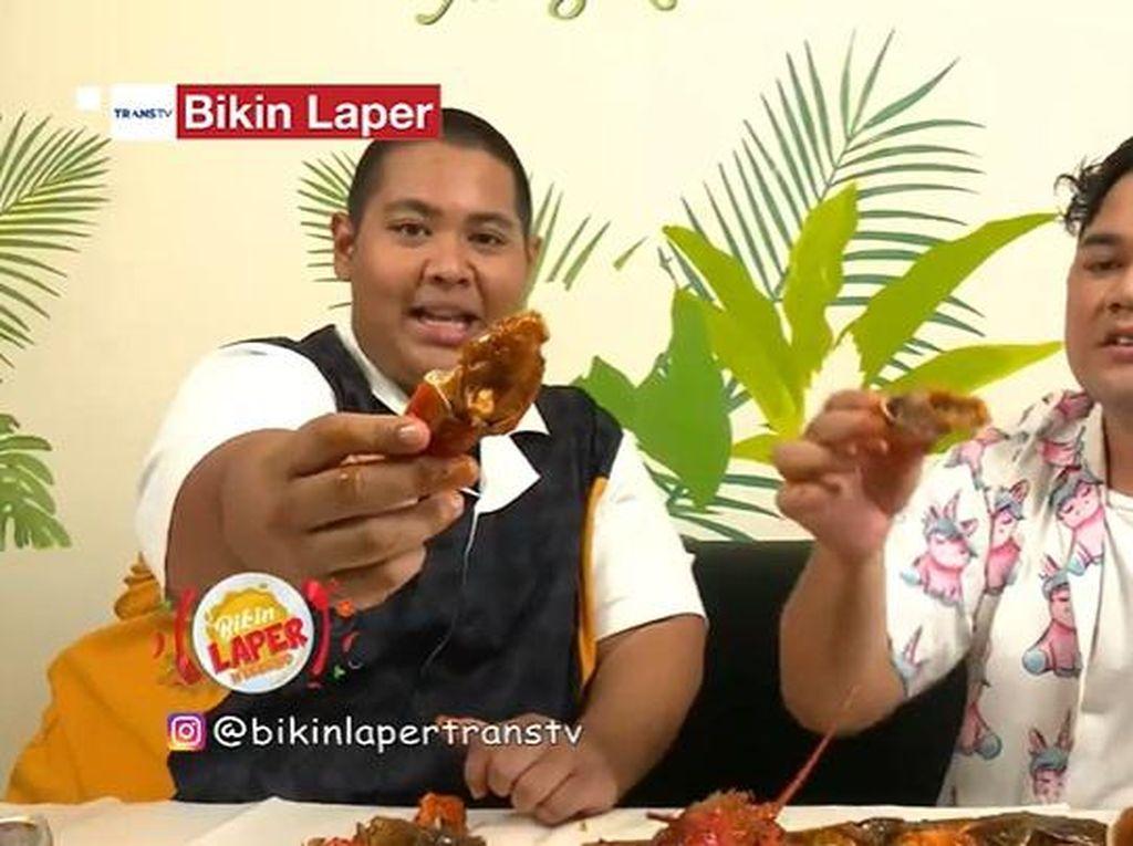 Bikin Laper! Puas Mukbang Seafood Saus Padang dan Black Pepper