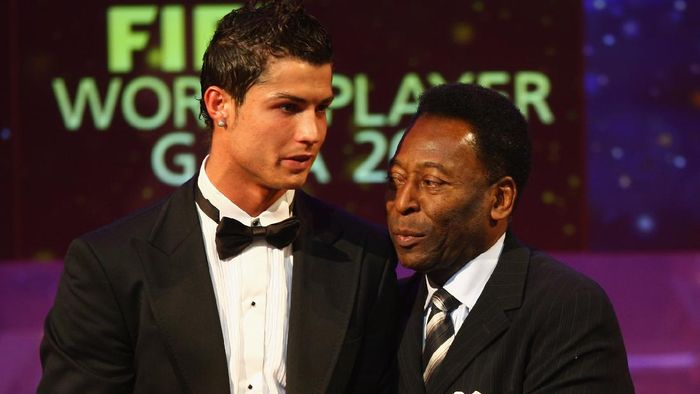 ZURICH, SWITZERLAND - DECEMBER 17:  Cristiano Ronaldo (L) of Manchester United and Portugal receives the third placed award from Pele during the FIFA World Player of The Year Gala 2007 at the Zurich Opera House on December 17, 2007 in Zurich, Switzerland.  (Photo by Michael Steele/Getty Images)
