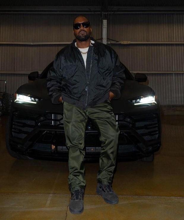 Tampaknya Kanye West juga muak dengan ketidaksetaraan dalam industri musik dan dengan berani menunjukkan kepada dunia bagaimana perasaannya tentang Recording Academy.