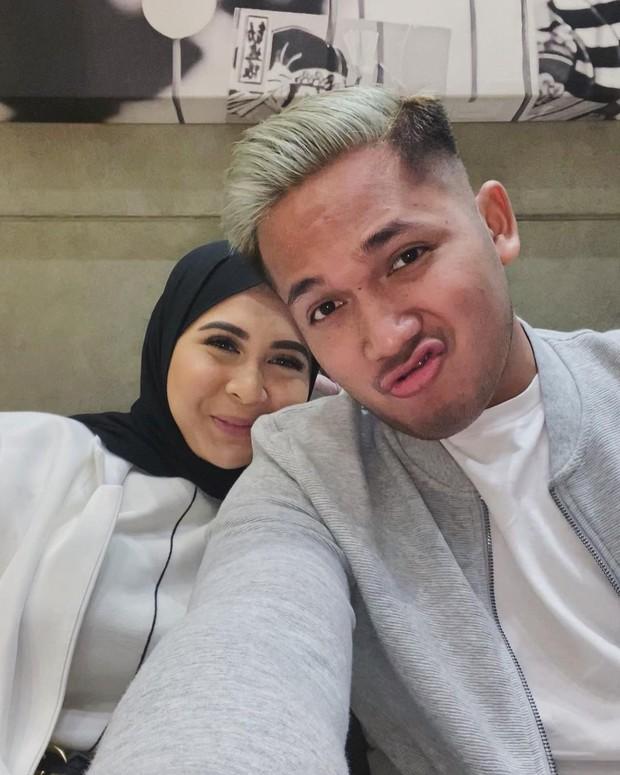 Kesha dan Adhi memasang ekspresi duck face/instagram.com/adhipermana_