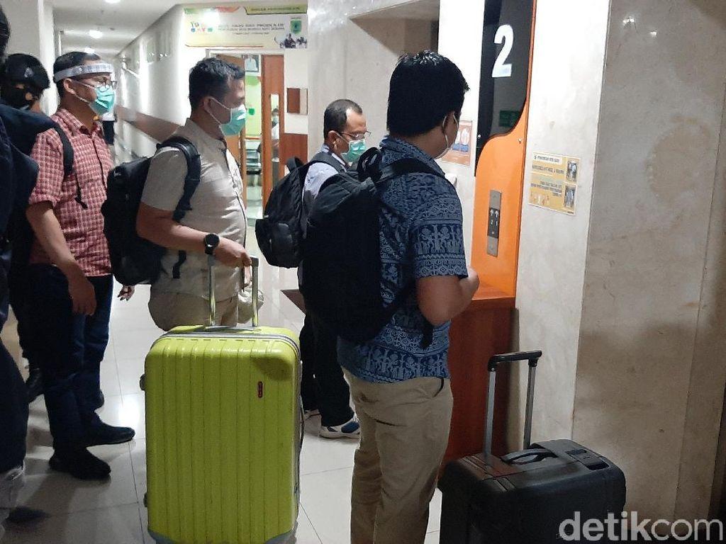 7 Jam Menggeledah, KPK Bawa 2 Koper Besar Tinggalkan Balai Kota Batu