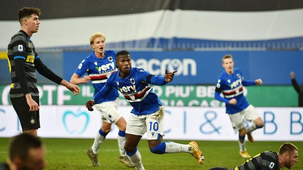 GENOA, ITALY  - JANUARY 7: Keita Balde of UC Sampdoria celebrates after scoring the second goal during the Serie A match between UC Sampdoria and FC Internazionale at Stadio Luigi Ferraris on January 6, 2021 in Genoa, Italy. (Photo by Paolo Rattini/Getty Images)