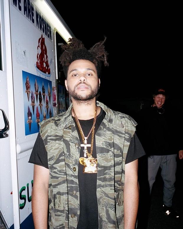 Ketika nominasi Grammy 2021 diumumkan pada 24 November 2020, nama The Weeknd tidak masuk dalam nominasi dan menjadi sorotan banyak pihak.