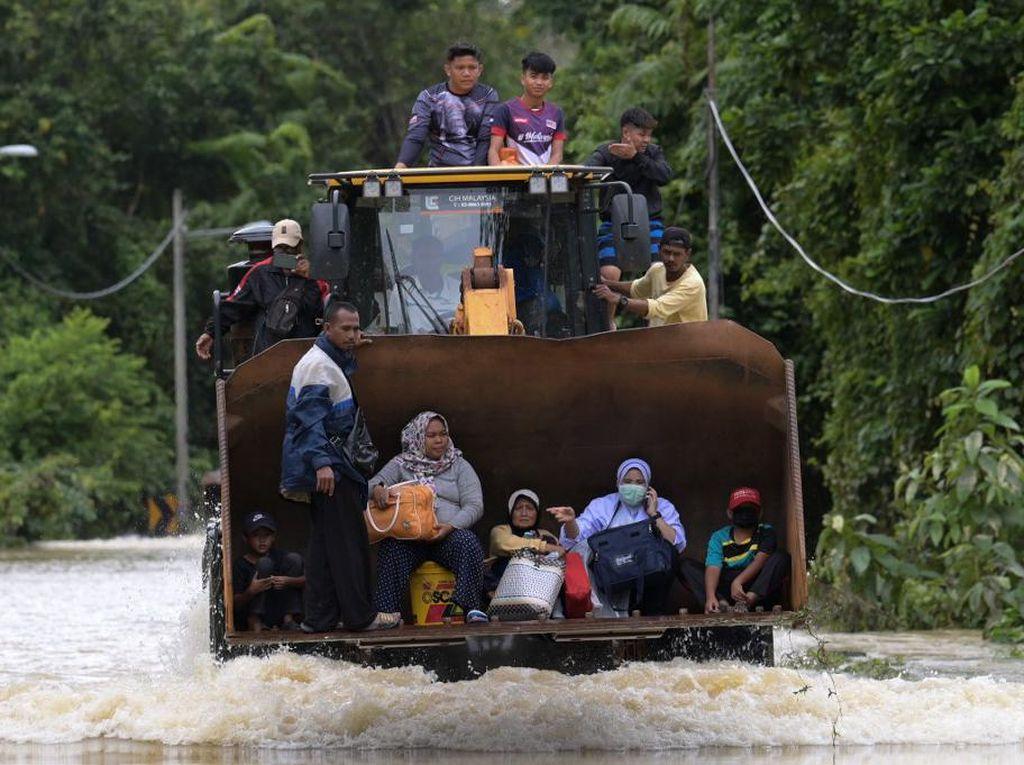 6 Tewas dan Hampir 50.000 Orang Dievakuasi Akibat Banjir di Malaysia