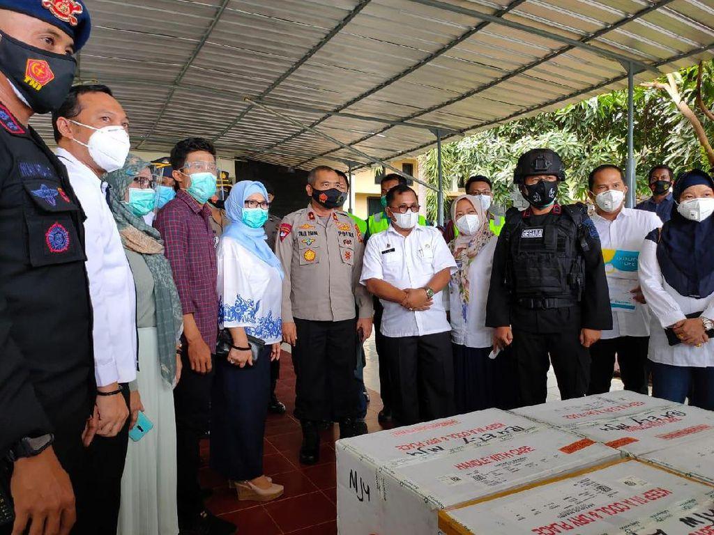 10 Ribu Dosis Vaksin COVID-19 Tiba di Sulawesi Barat