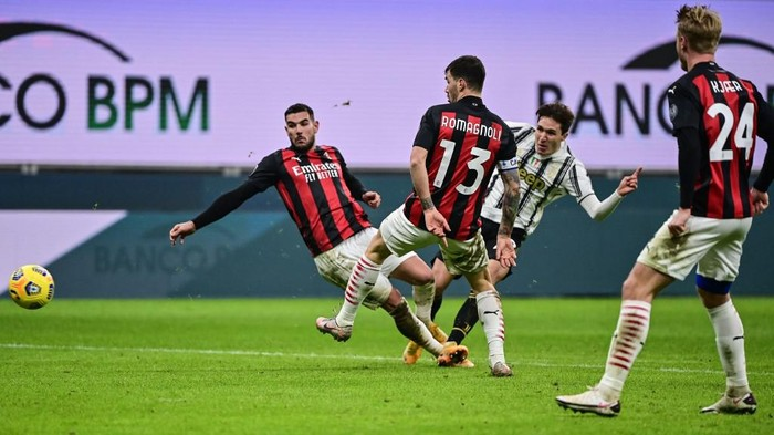 Juventus Italian forward Federico Chiesa (Rear R) shoots to score his second goal during the Italian Serie A football match AC Milan vs Juventus on January 6, 2021 at the San Siro stadium in Milan. (Photo by MIGUEL MEDINA / AFP)