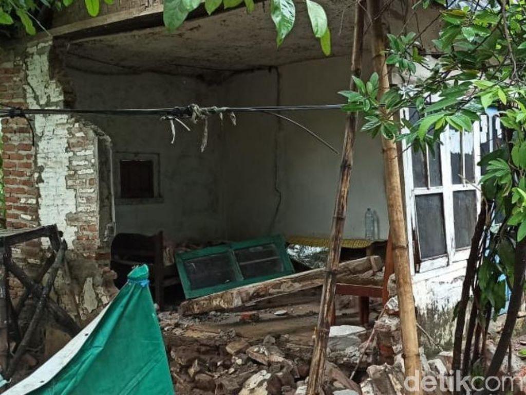 Jalan dan Rumah Rusak Diterjang Banjir 2 Meter di Pasuruan