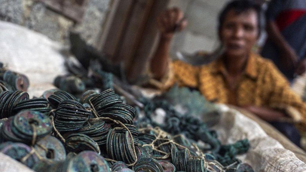 Ini Ribuan Keping Uang Kuno yang Ditemukan Petani di Pekalongan