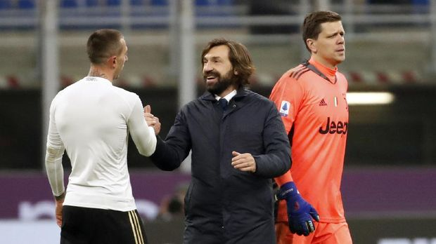 Juventus' head coach Andrea Pirlo, centre, shakes hands with Juventus' Federico Bernardeschi at the end of the Serie A soccer match between AC Milan and Juventus at the San Siro stadium, in Milan, Italy, Wednesday, Jan. 6, 2021. (AP Photo/Antonio Calanni)