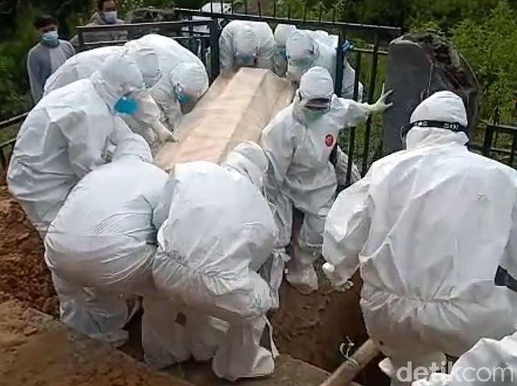 Hasil Swab Telat, Jenazah COVID di Sulbar Disemayamkan Semalam di Rumah
