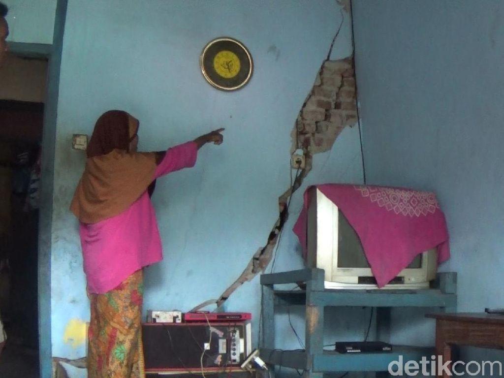 Tanah Gerak di Banjarnegara, Tembok-Lantai Rumah Warga Retak