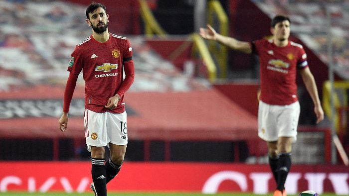 MANCHESTER, ENGLAND - JANUARY 06: Bruno Fernandes of Manchester United reacts after Manchester City score their first goal of the game during the Carabao Cup Semi Final match between Manchester United and Manchester City at Old Trafford on January 06, 2021 in Manchester, England. The match will be played without fans, behind closed doors as a Covid-19 precaution. (Photo by Peter Powell - Pool/Getty Images)
