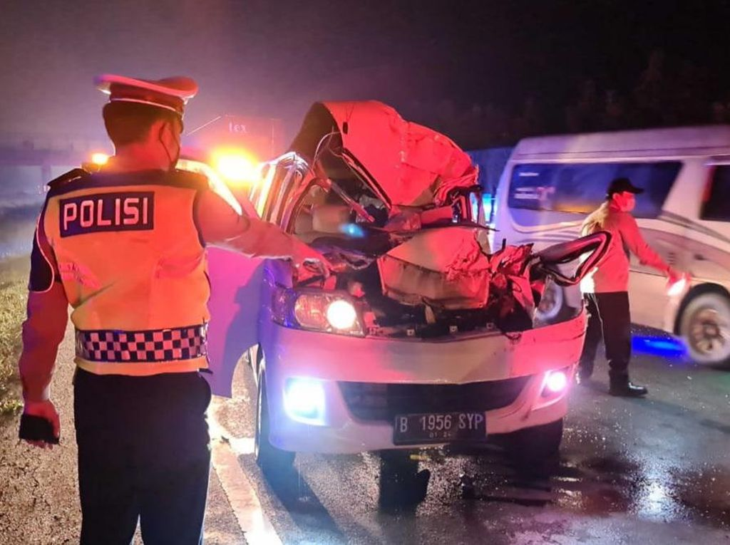 Minibus Kecelakaan di Tol Cipali, 1 Orang Tewas