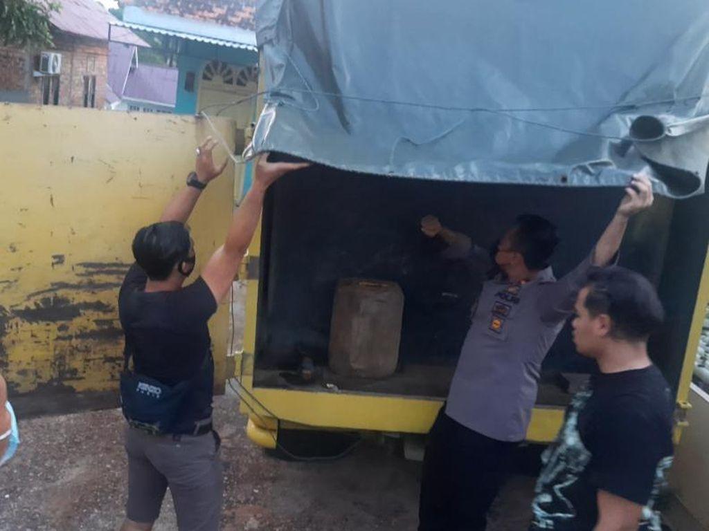 Polisi Gerebek Rumah Penyimpanan Minyak Oplosan di Jambi, 2 Orang Diamankan