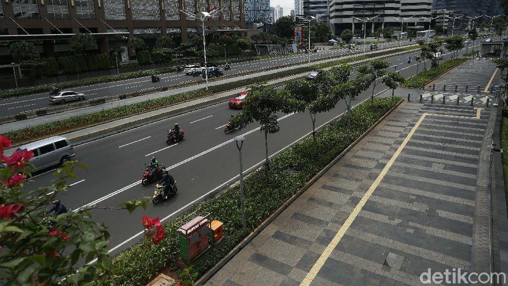 Foto: Trotoar Sudirman-Thamrin Tempat Tunawisma Ditemui Risma