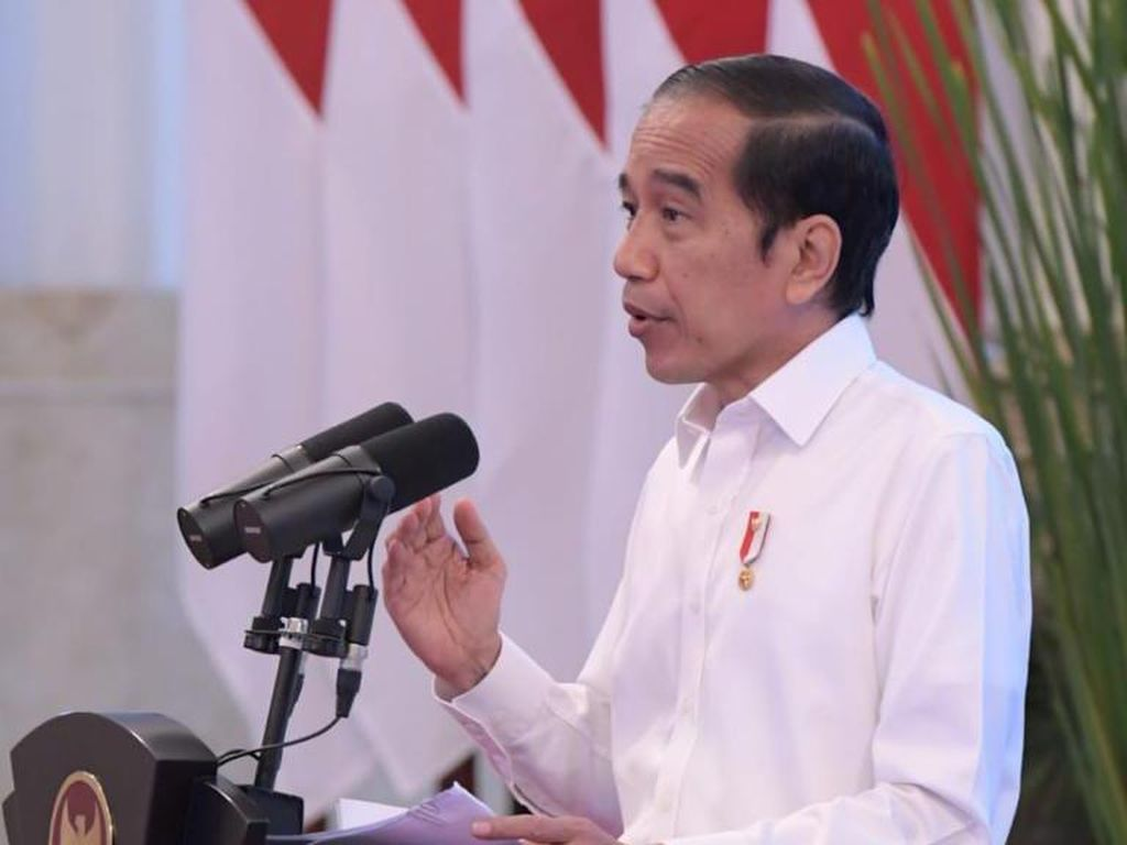 Jokowi Tinjau Posko Evakuasi Sriwijaya Air SJ182 di JICT II