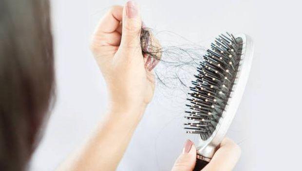 Rambut rontok merupakan salah satu masalah rambut yang sulit diatasi.
